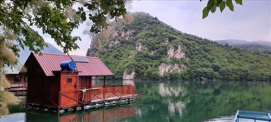 Jezero Perućac, kuća za odmor
