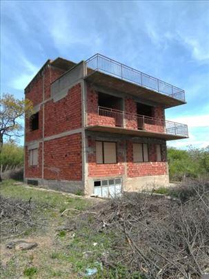 Na prodaju kuća u Vranju,iza Jumkove up...