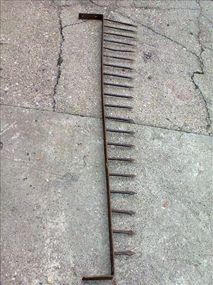 Kovani metalni šiljci za kapiju ili ogradu