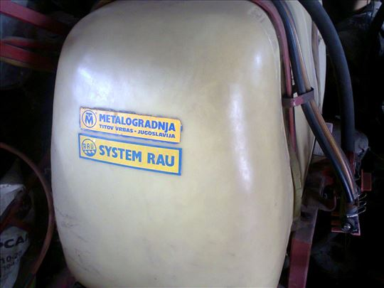 Traktorska prskalica sa pumpom 440L