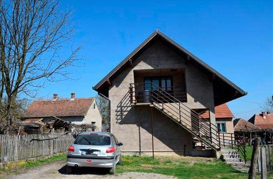 Kuća sa velikim placem u selu Donje Nedeljice
