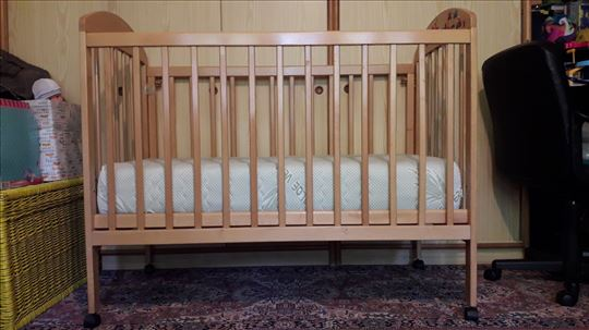 Deciji drveni krevetac 130x70cm sa dusekom