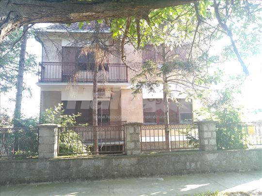 Kvalitetna kuća u centru Opova