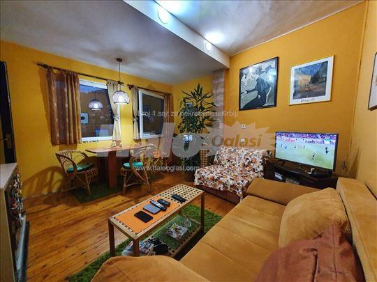 Prodajem stan 46mkv u kući u centru Užica
