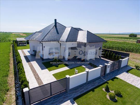 Prelepa kuća u Inđiji