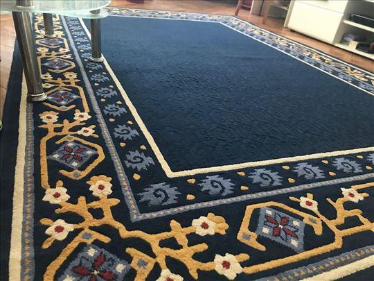 Prodajem dva očuvana tepiha
