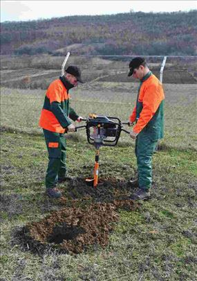 Usluzno bušenje rupa u zemlji