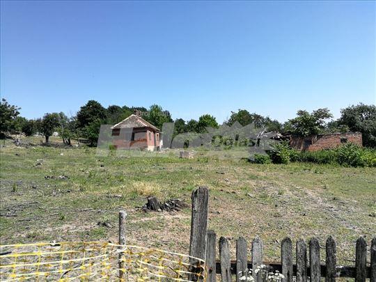5,72 ha / Stara kuca sa placem, njive i sume