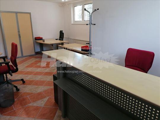 Opremljen poslovni prostor, 68 m2, Sr. Mitrovica