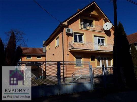 Kuće  172 m² i 69 m², 4,97 ara, Ub – 160 000 €