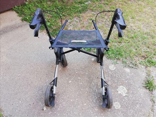Prodajem ortopedska pomagalo (hodalici)