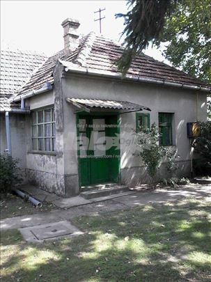 Prodajem kuću sa zemljištem u Ruskom Selu i Štrpci