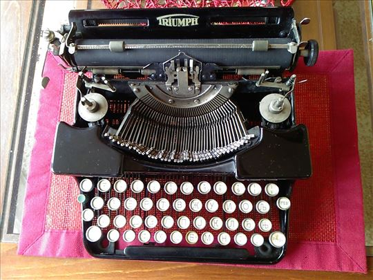 Pisaća mašina Triumph