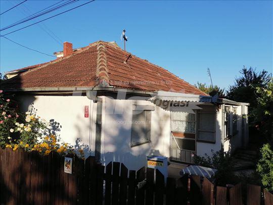 Prodajem Kuću u Bresnici sa pom.objek.LEGALIZOVANA