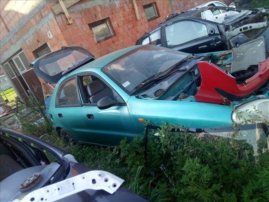 Prodajem delove za Daewoo Lanos 1,5 benzin 8v 2000