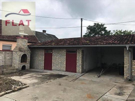 (26) Kuća od 155 m2 na placu od 389 m2 - Apatin