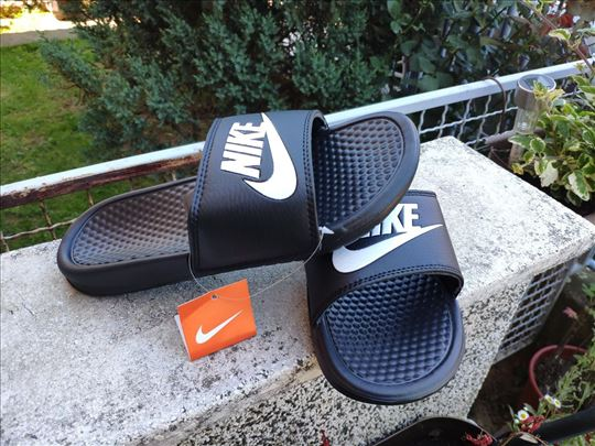 Nike crne papuče sa etiketom-novo-pogledajte slike