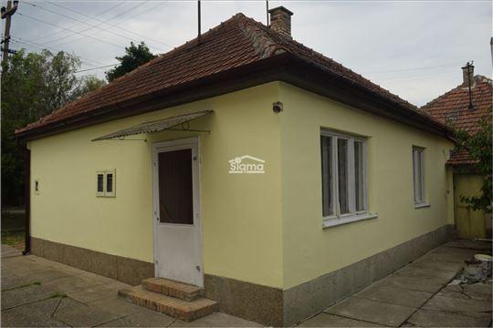 Dvosobna Kuća i Garaža Mičkei