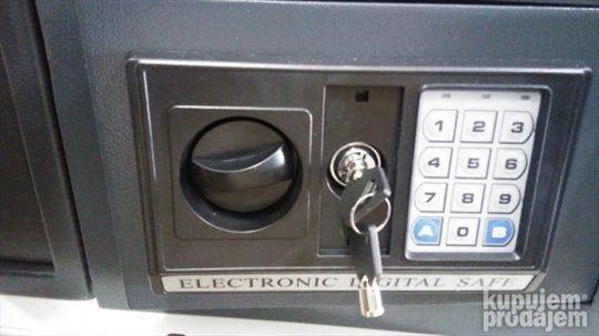 Ugradni elektronski sef, veliki, nov, rasprodaja