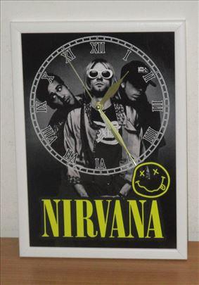 Zidni sat Nirvana