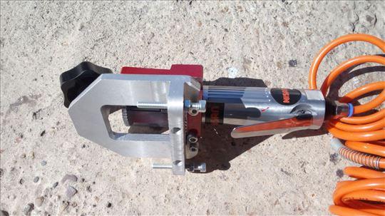 Mašina za PVC stolariju za otvaranje rupa za vodu