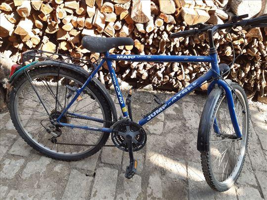 Plavi muški bicikl