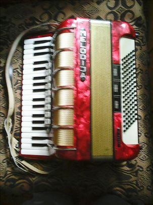 Harmonika od 96 basova