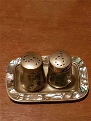 So i biber srebrne posudice