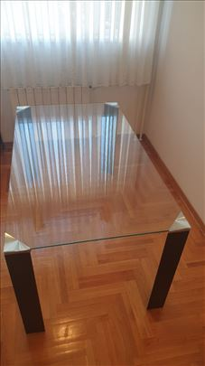 Trpezarijski stakleni sto