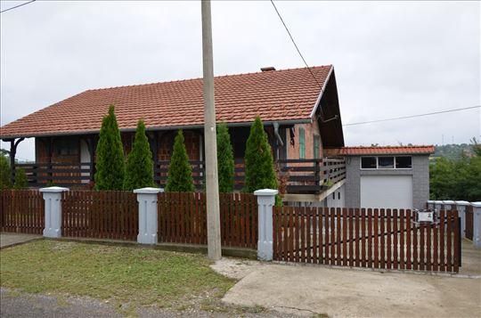 Kuća od 250m2 na placu od 6,84 ara, Topola, Srbija