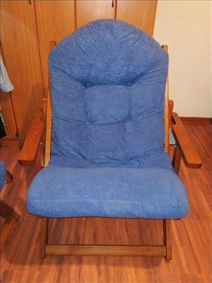 Plava fotelja