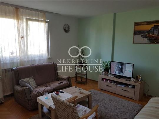 Četvorosoban stan u Sremčici ID#1258
