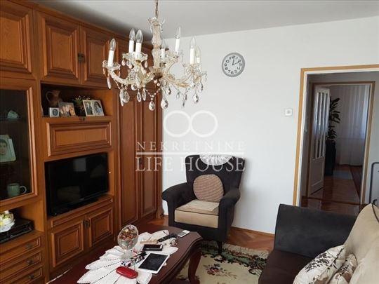 Četvorosoban stan u Sremčici ID#1259