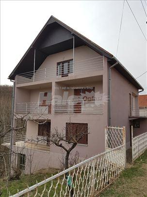 Kuća sa imanjem i lokalom u selu Krajkovac