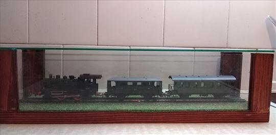 Piko lokomotiva ispravna i brza i 2 put.vagona i k