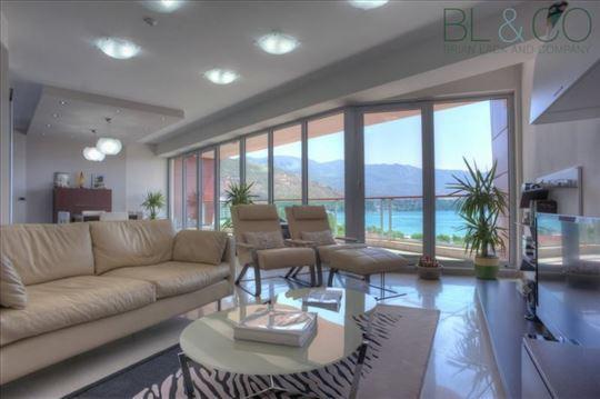 Luksuzan stan u Budvi sa prelepim pogledom ka moru