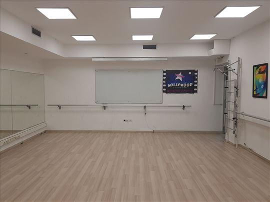 Sala sa  ogledalima za ples, jogu, pilates