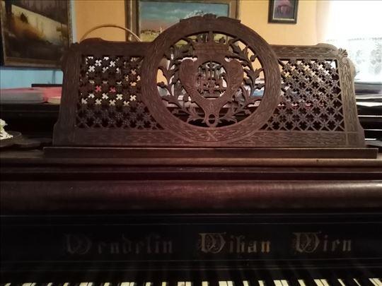 Polukoncertni becki klavir