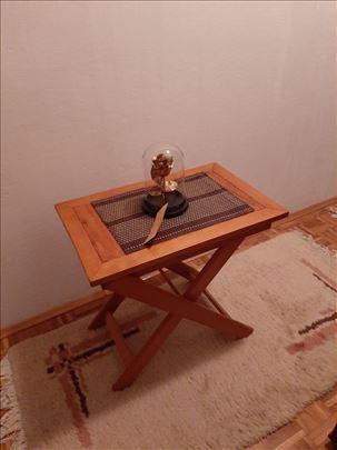 Drveni sto na rasklapanje