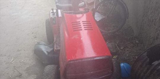 Traktor kosačica Jonsered