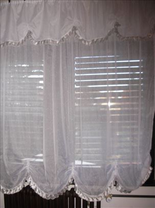 Zavesa bela sa sivim karnerima