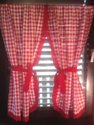 Zavesa crveno-beli karo