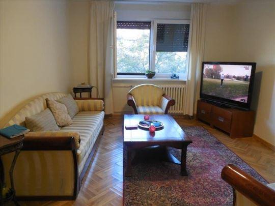 Udoban stan na Dunavskom keju