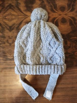 Izuzetno topla, postavljena, zimska siva kapa 9-18