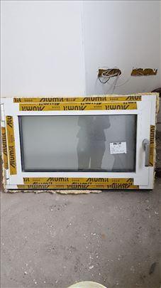 Alu kupatilski prozor, nov 950x580, trokomorni