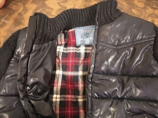Crna dzemper jaknica, postavljena, karirana unutra