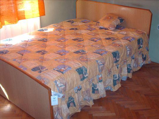 Dekorativni prekrivač za krevet
