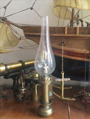 Zidna mesingana lampa