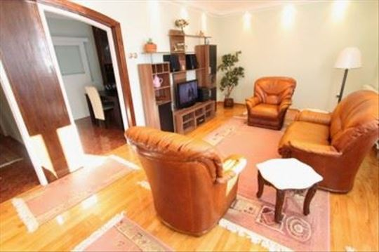 Bright and spacious three bedroom flat