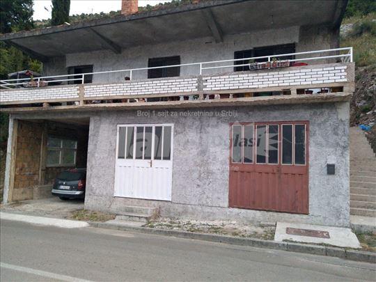 Prodajem kuću u Igalu